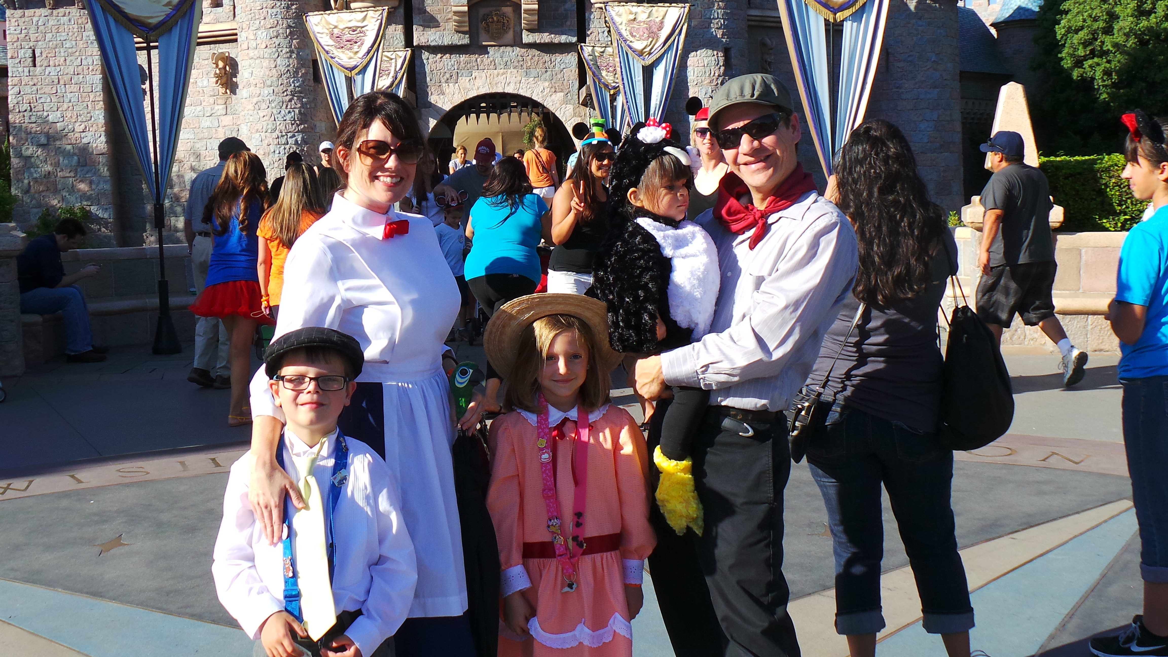 family of five costume idea mary poppins jane banks and
