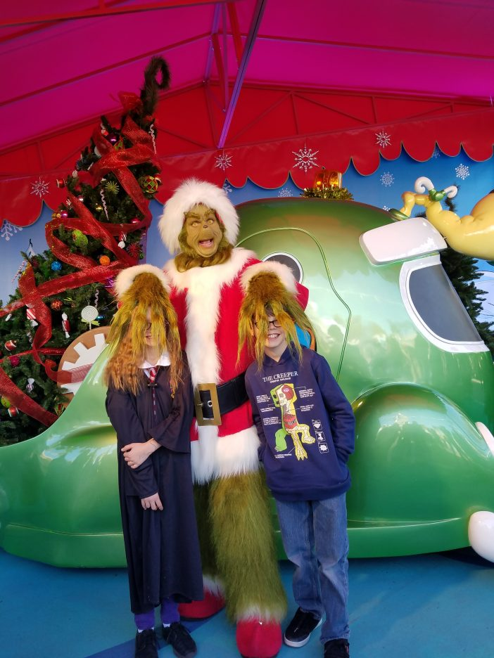 kids meeting the grinch at universal studios