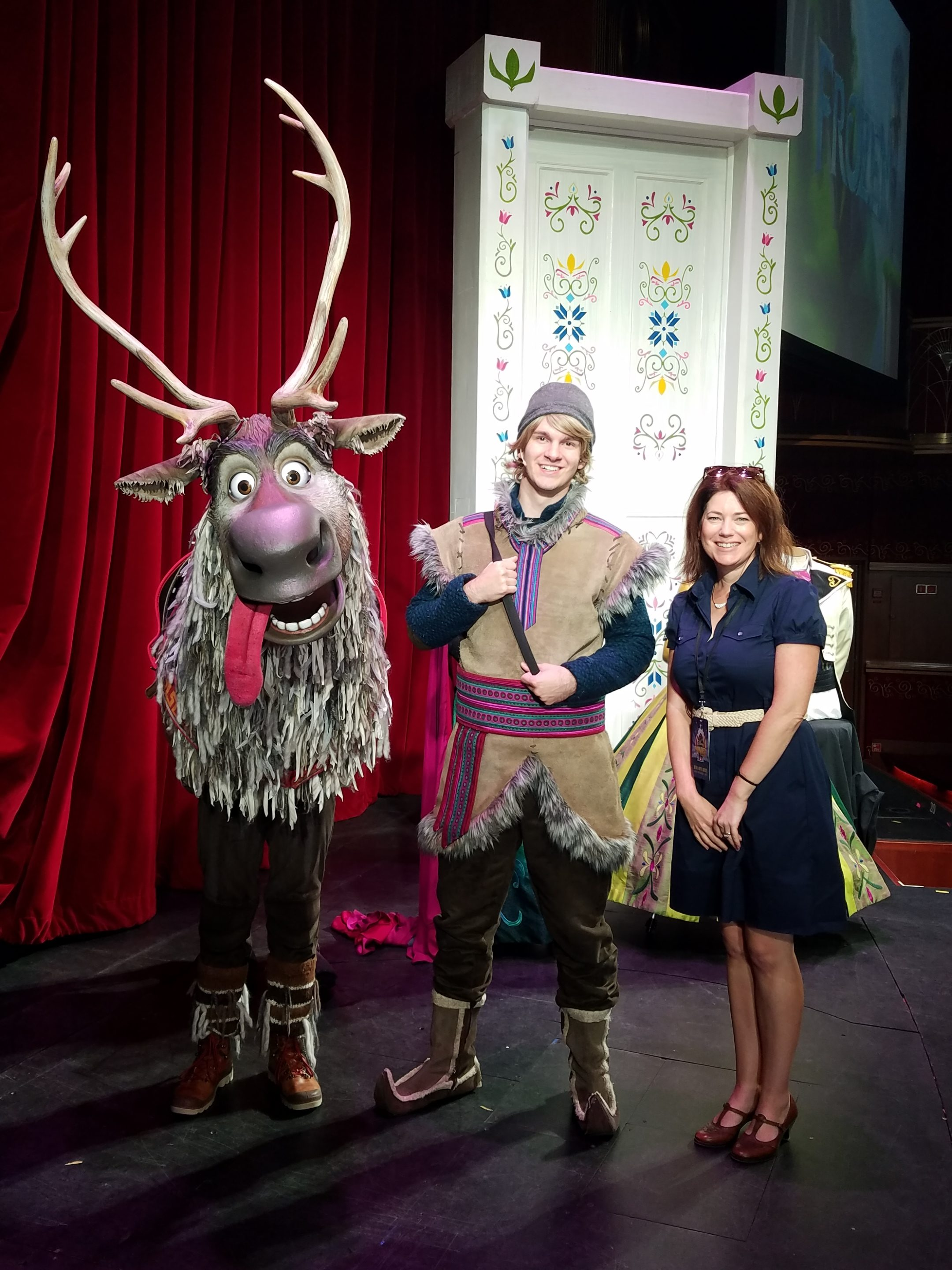 sven and kristoff on the Disney Wonder meet and greet
