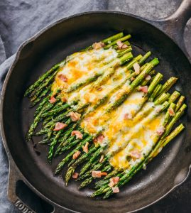 Cheesy baked asparagus with bacon