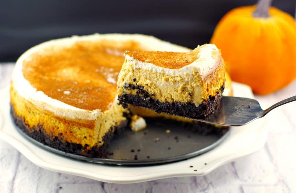 Skinny Pumpkin Cheesecake with Oreo Cookie Crust