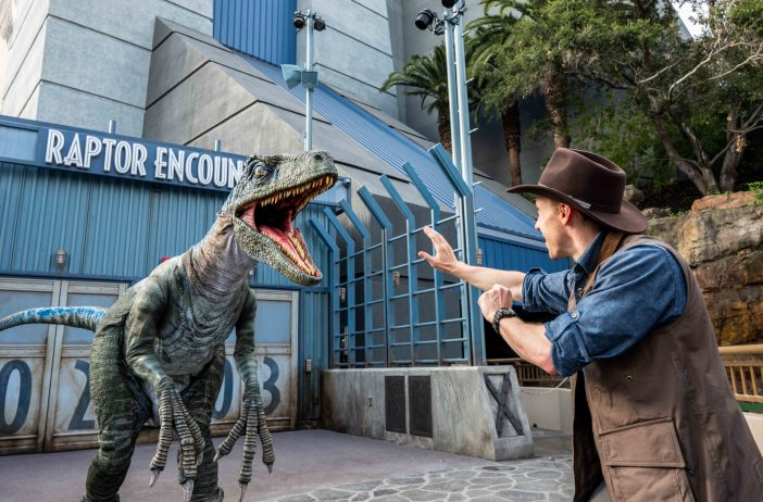 Raptor and Chris pratt at Univeral Studios
